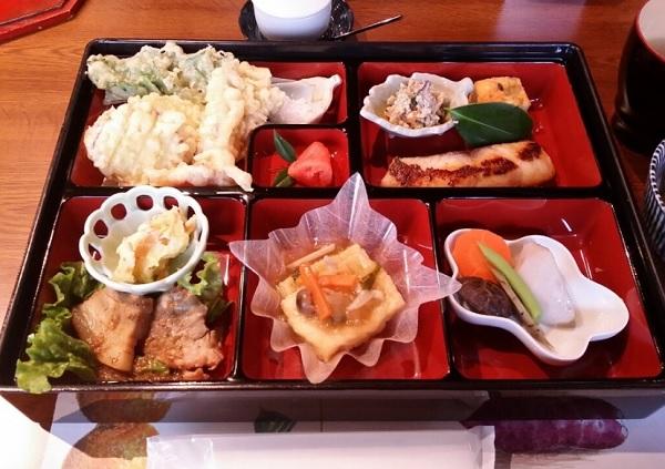 伊都安蔵里 レストラン食事